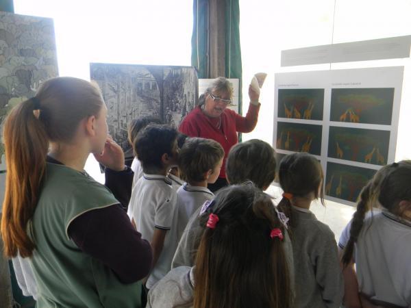 Una muestra itinerante sobre Charles Darwin fue expuesta en el SUM del Colegio